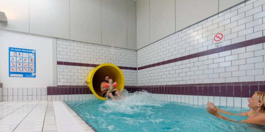 Onderzoek naar zwembaden en mogelijke herprogrammering