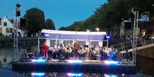 Oostdam bedankt dirigent Apollo