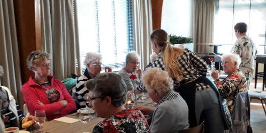 Diner in Oostdam voor deelnemers seniorenreis